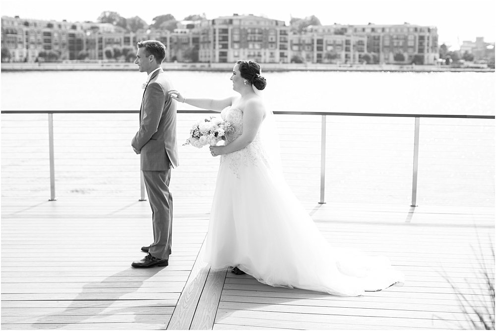 baltimore marriott waterfront wedding living radiant photograpy victoria clausen florals fiscus photos_0037.jpg