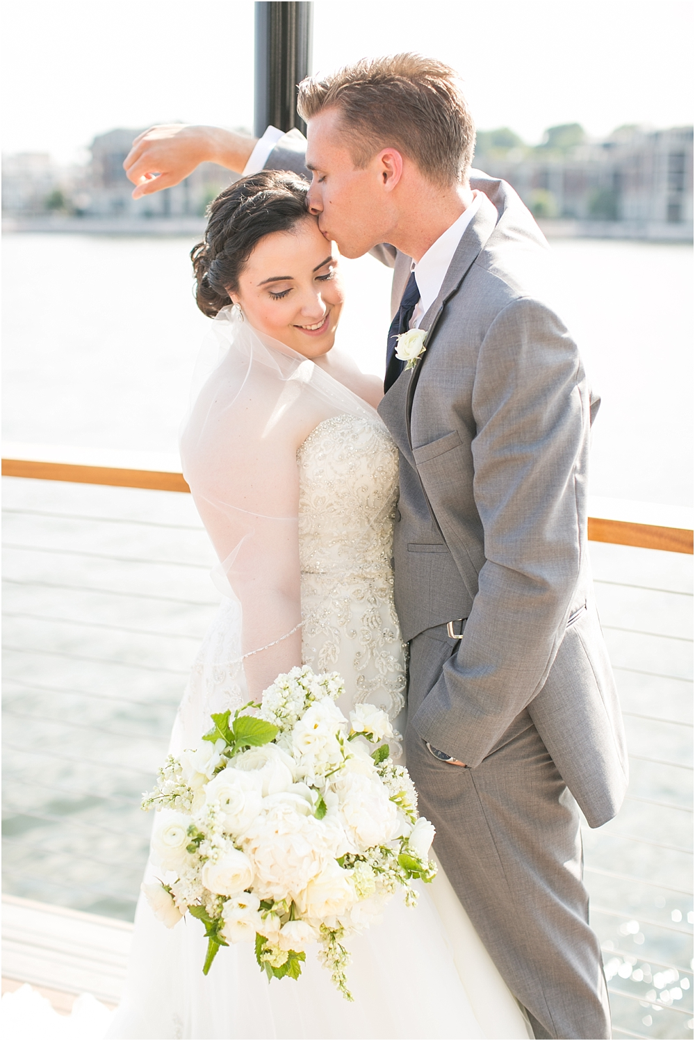 baltimore marriott waterfront wedding living radiant photograpy victoria clausen florals fiscus photos_0050.jpg