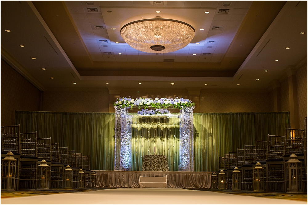 baltimore marriott waterfront wedding living radiant photograpy victoria clausen florals fiscus photos_0075.jpg