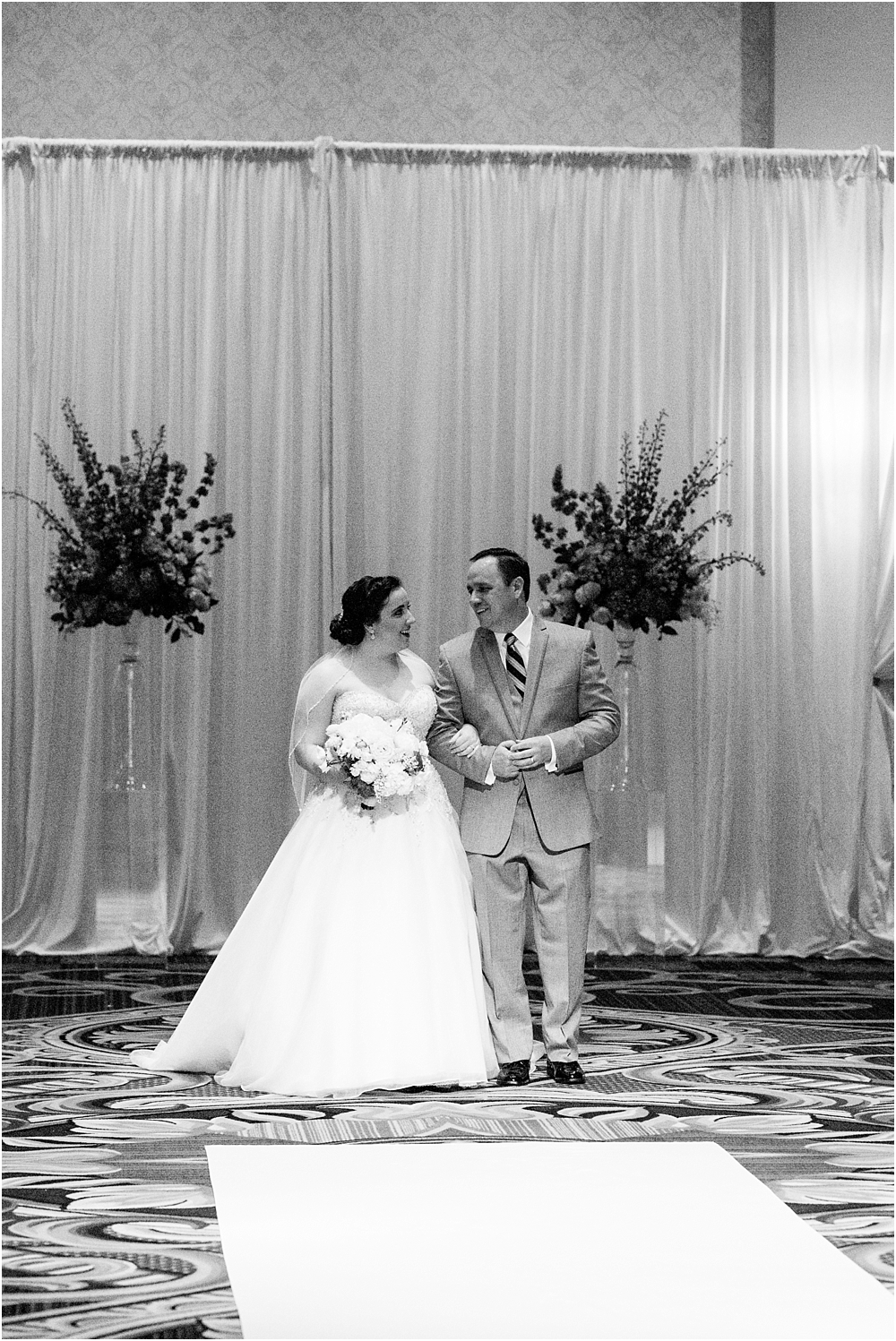baltimore marriott waterfront wedding living radiant photograpy victoria clausen florals fiscus photos_0084.jpg