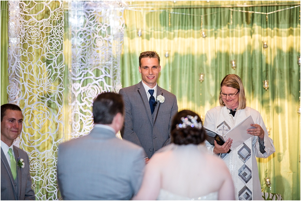 baltimore marriott waterfront wedding living radiant photograpy victoria clausen florals fiscus photos_0087.jpg