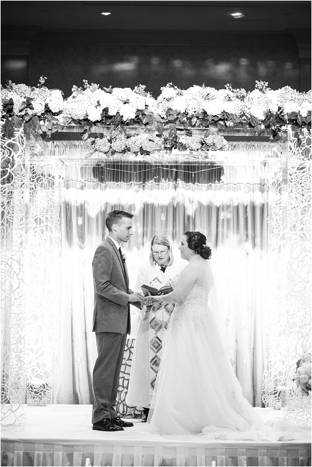 baltimore marriott waterfront wedding living radiant photograpy victoria clausen florals fiscus photos_0095.jpg