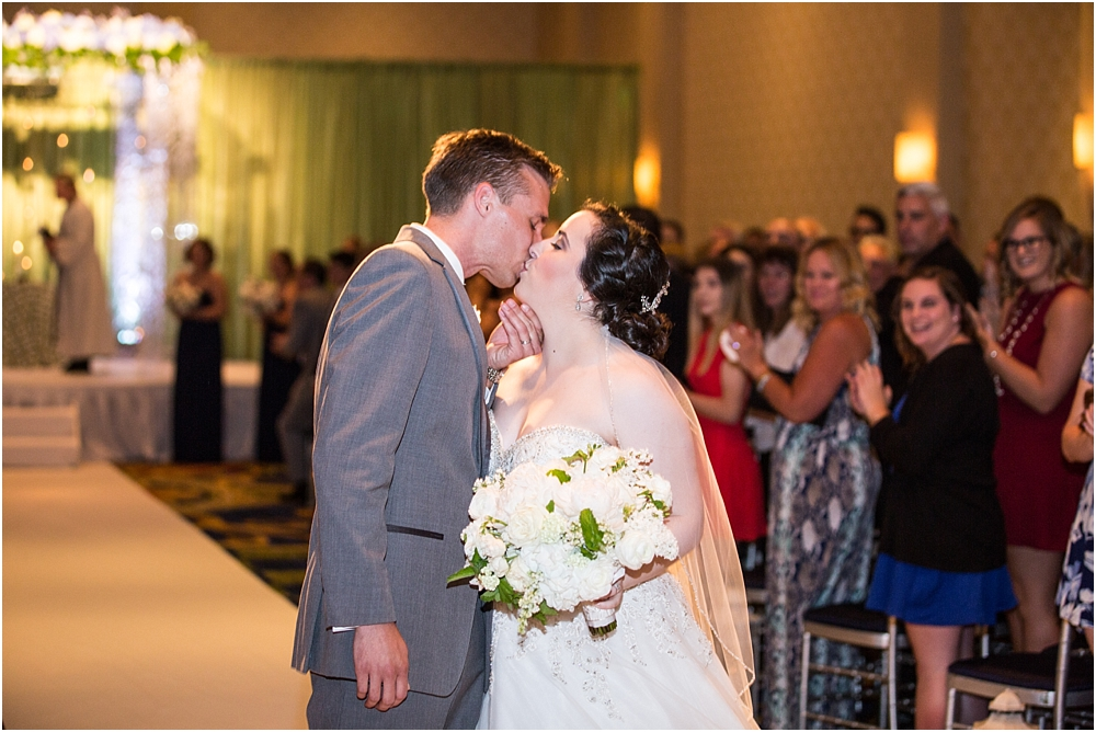 baltimore marriott waterfront wedding living radiant photograpy victoria clausen florals fiscus photos_0097.jpg