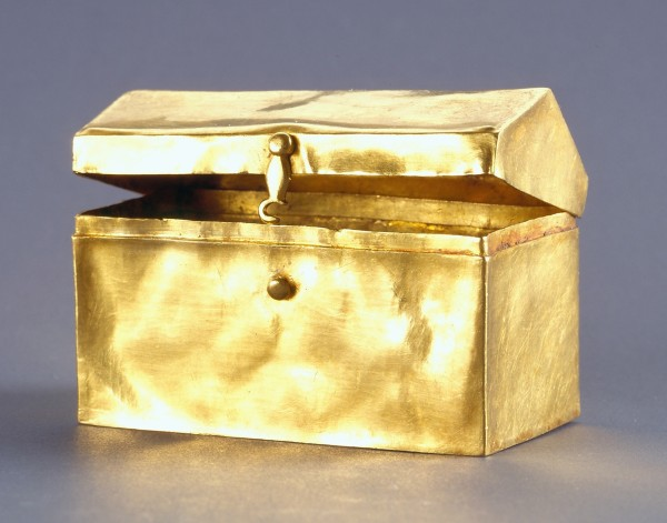 Box (Reliquary), Byzantine, possibly Macedonia, ca. 1500. Gold, 1¾ x 2⅝ x 1½ inches.  The Menil Collection, Houston.