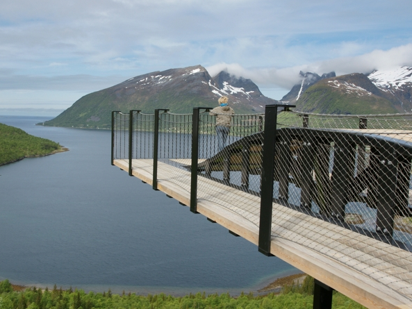 Gorgeous wooden viewing platform in Norway. They know good design