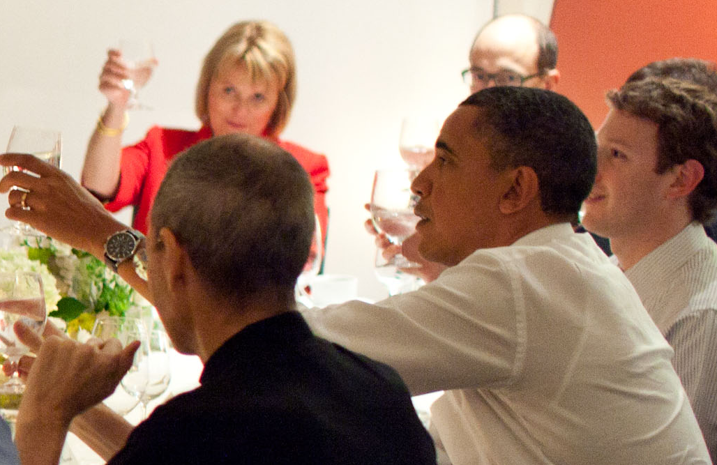 The photo we were all waiting for…Steve Jobs, Mark Zuckenberg at dinner with Obama