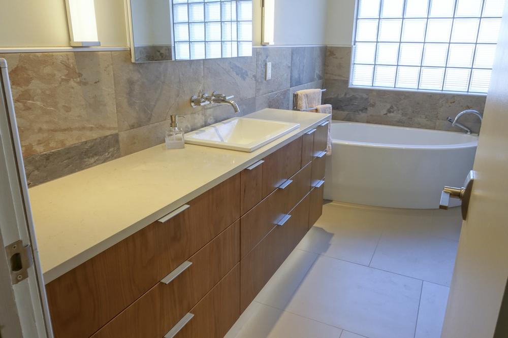 Hall Bath-6 copy.JPG