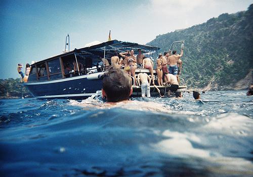 i want a boat, bad. (via  nostalgiedelaboue )   -a