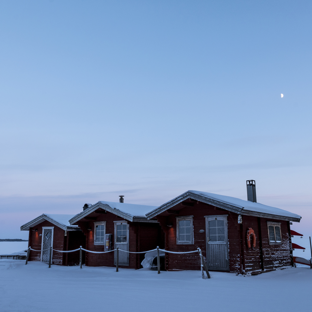 Moonrise over the Arctic Circle - it's -20*C outside. Brr.