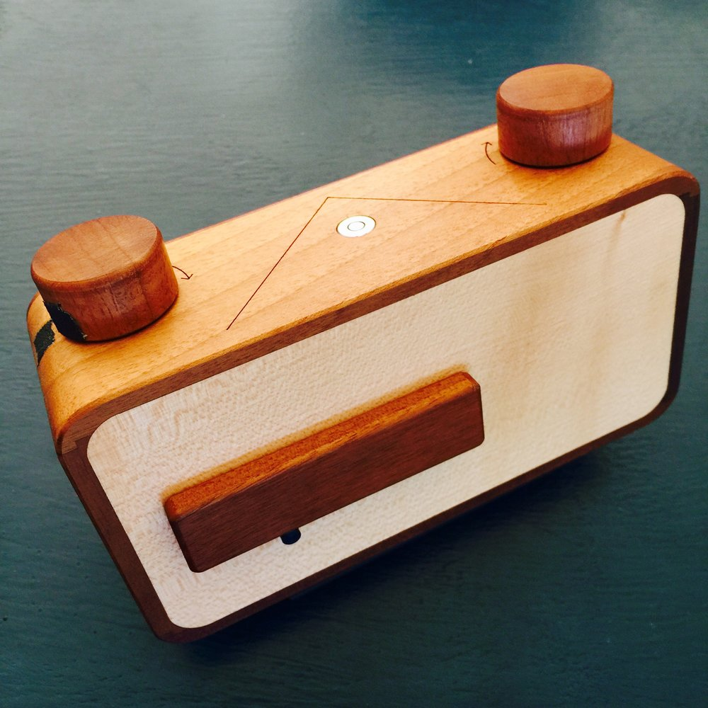 Ondu 6x9 Pinhole is a quality product, made from beautiful woods and features a magnetic 'shutter'