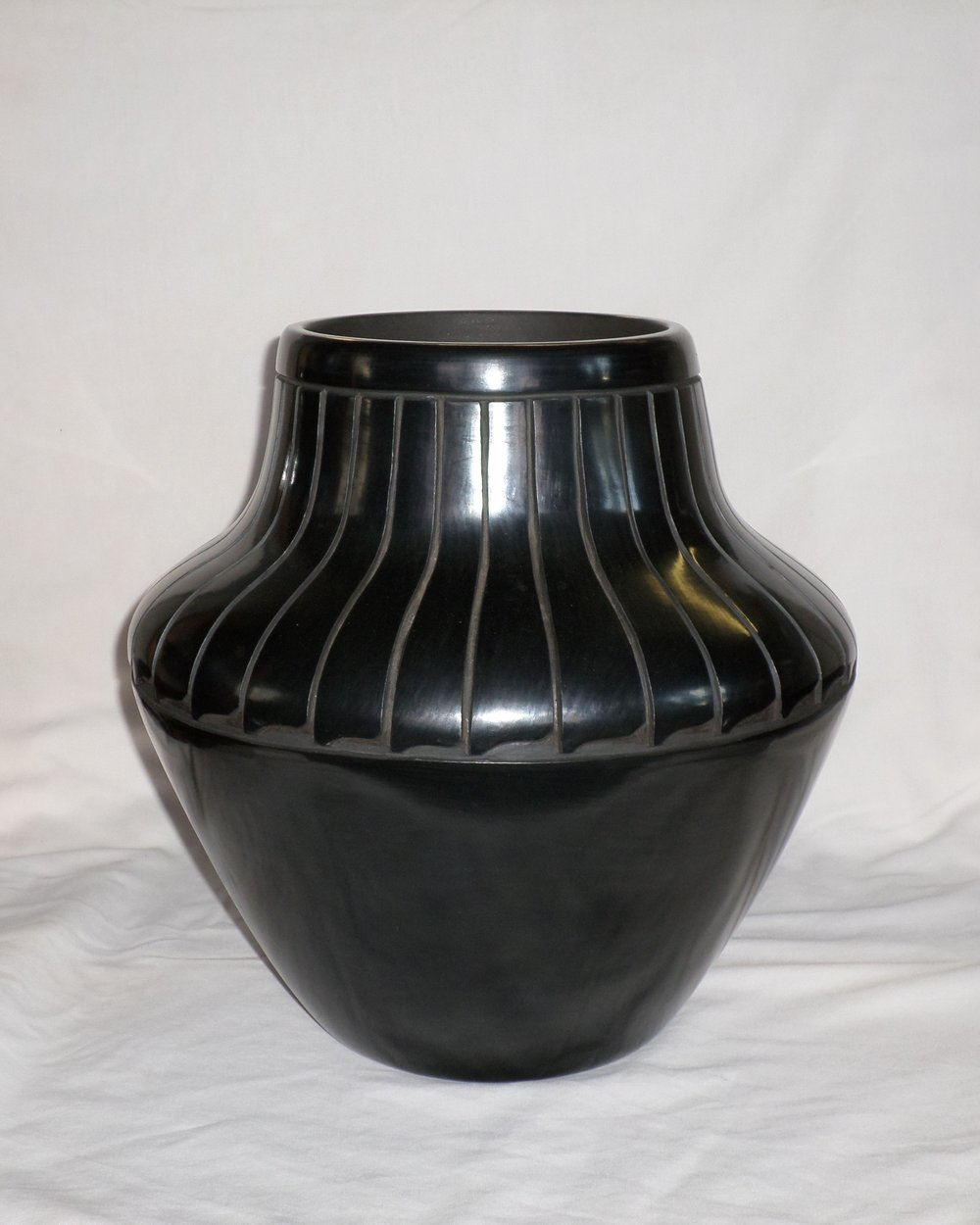 Black Feather Design Water Jar     Price: $2,800.