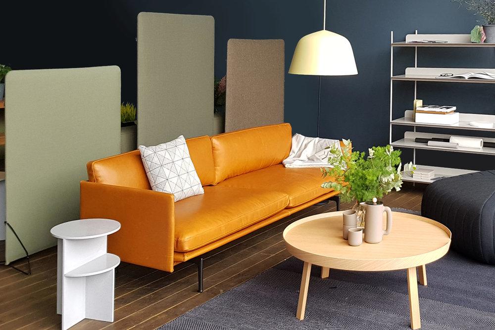 FeltScreen  får vist seg frem i harmonerende tekstiler fra  Gudbrandsdalen Uldvarefabrikk , sammen med Outline Sofa fra Muuto, designet av ingen ringere enn  Andersen & Voll .