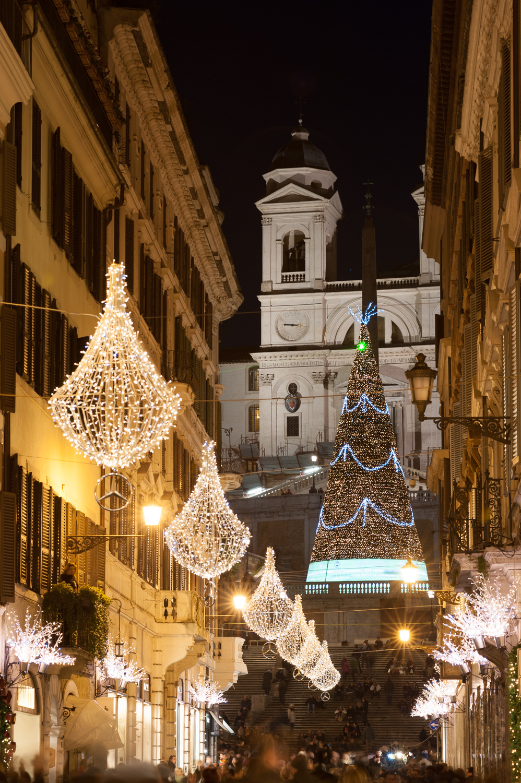 Iglesia TrinitàDei Monti desde Via Condotti (click para agrandar)