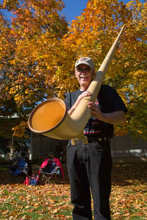 George-Albright-with-Alphorn_web.jpg