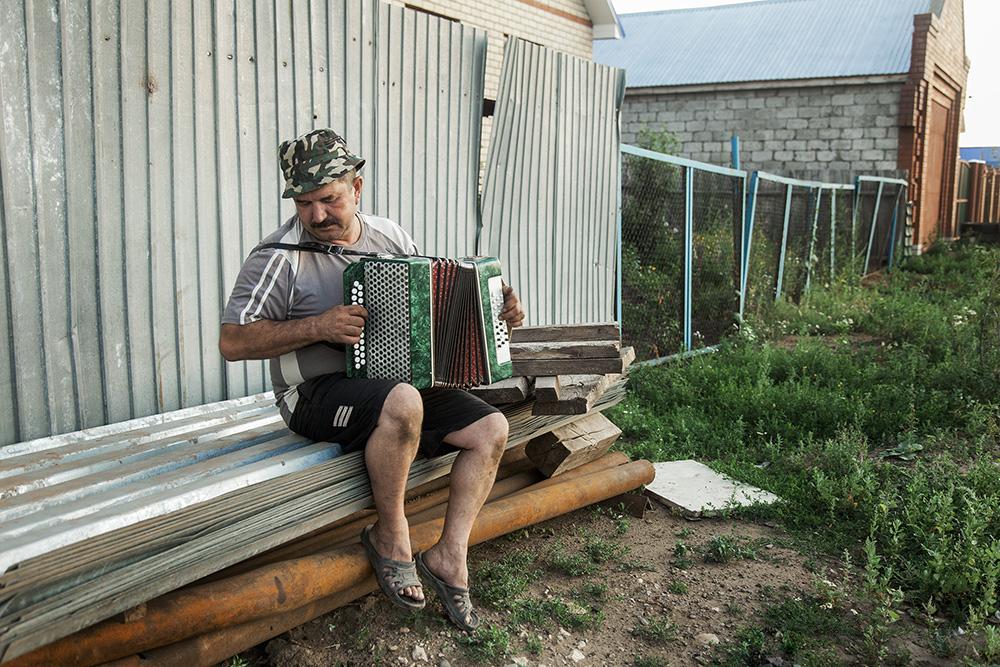 The garmonica player in Kamskie-Polyani, Tatarstan, Russia.