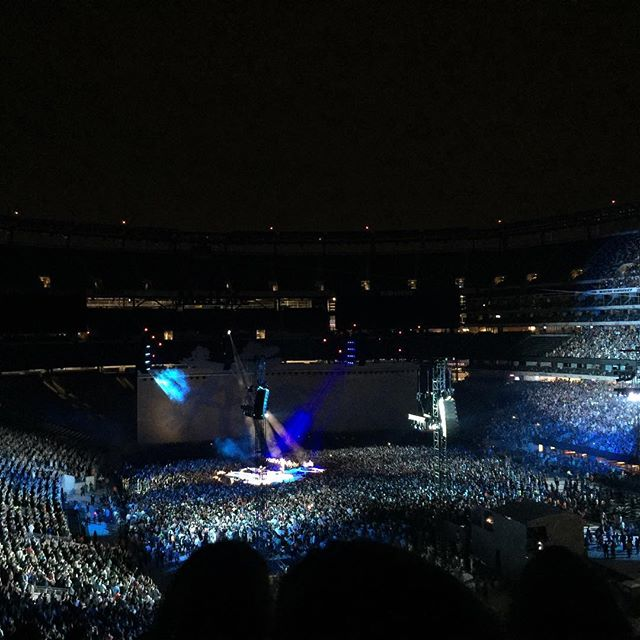 If I could, I would.  Let it go- Bono  Connected and sharing from Jersey thanks to the best network @verizon  #BetterMatters #mobileshotz_  #smartphonephoto  #newjerseymusic  #concerttime #U2