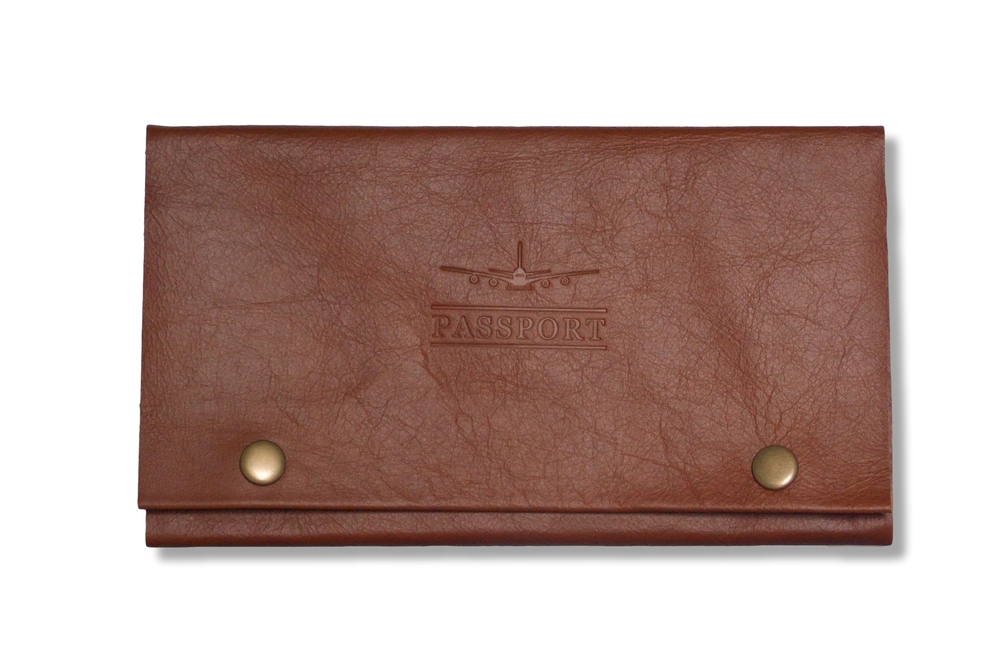 Leather Travel Wallet in Chestnut