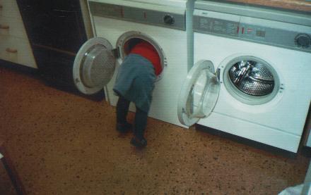 me_washingmachine.jpg