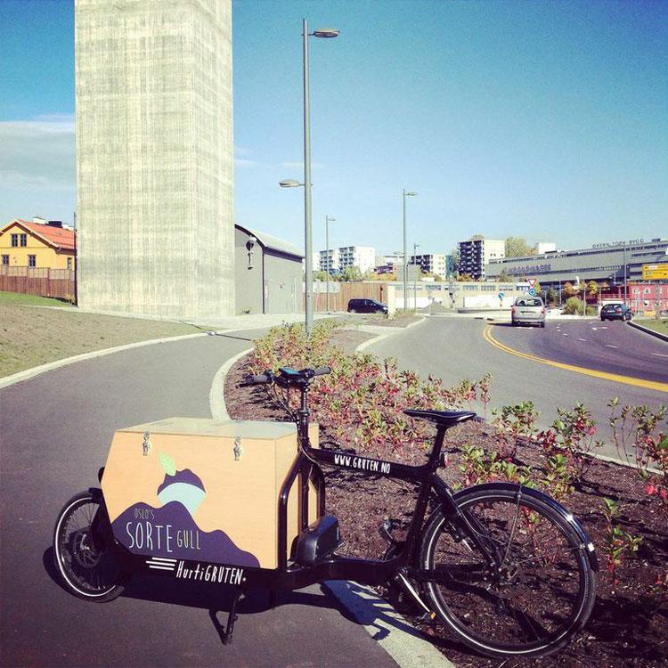 Sykkelen hurtiGRUTEN brukes til å samle inn kaffegrut fra ulike bedrifter i Oslo.  Foto: Siri Mittet.