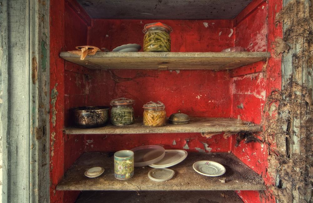 Hunger I et gammelt slott i Belgia står det fortsatt mat på glass i spisskammerset.