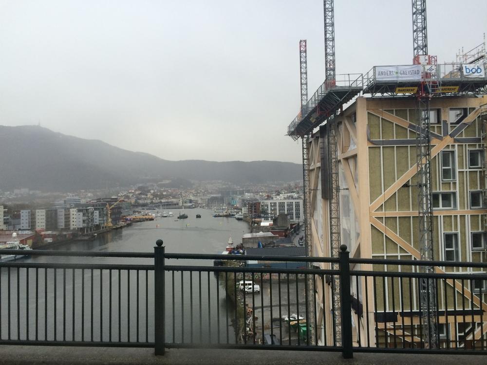 Blokken og fjorden, sett fra Puddefjordsbroen. Foto: Andrea Ellefsen