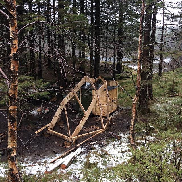 Konstruksjonen på vei opp. Foto: Andrea Ellefsen