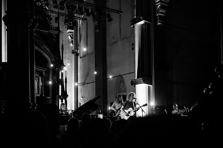 Stemningsfull konsert med Moddi i Kulturkirken Jakob. Foto: Carl-Frederic Salicath. ©Alle rettigheter