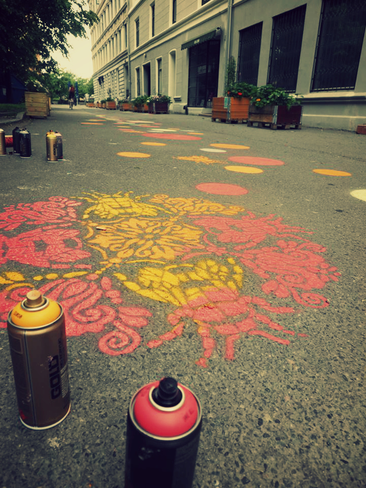 Humlemandala i Humlagata på Tøyen,tegnet av Kasza Koprowska fra Mikrourbanisme AS