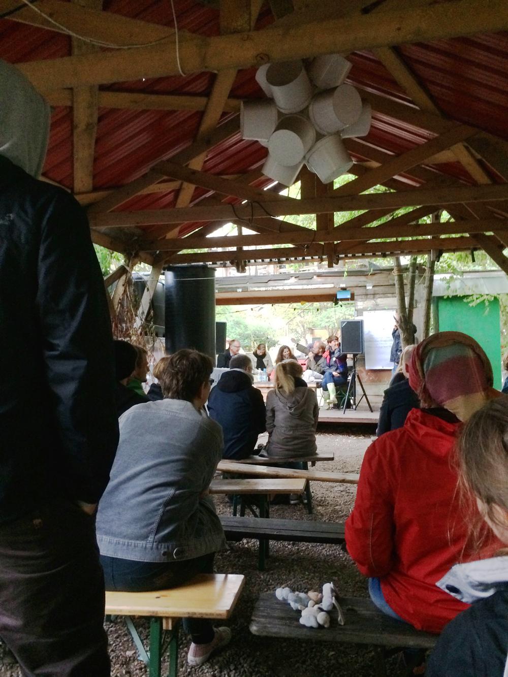 Nabolagsakademiet held debatt om kven som eig bakken Foto:Anna Rosa Strassegger