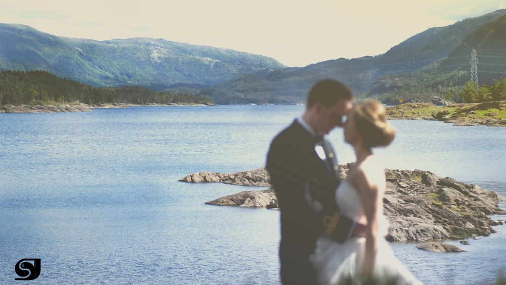 When you come Norway, You must see the fjords with your own eyes! Truly amazing! This is one of my favourites of the day! This location was how i imagined this wedding to be, so glad we made it happen. Thanks B+K for trusting me!