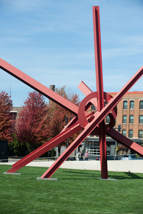 T8 by Mark di Suvero / photo by Mindy Myers