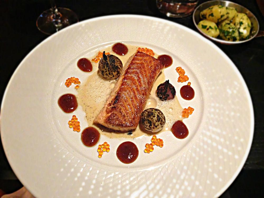 Dinner service.  Image:: Frankie Jay