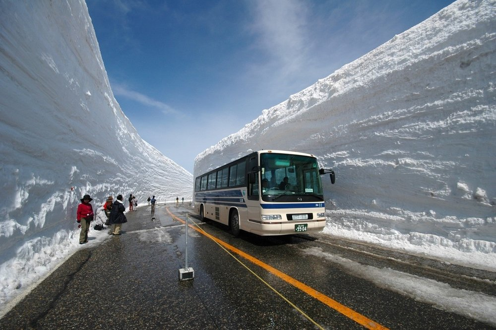 How to Clear a Path Through 60 Feet of Snow, Japanese Style