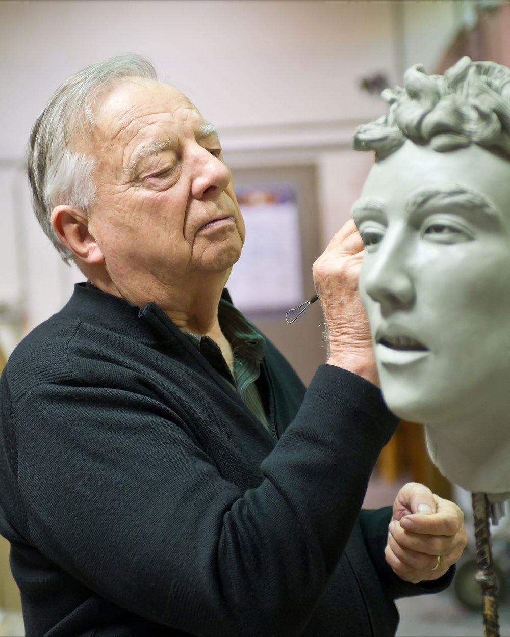 Photo of Seward Johnson sculpting, by David Steele