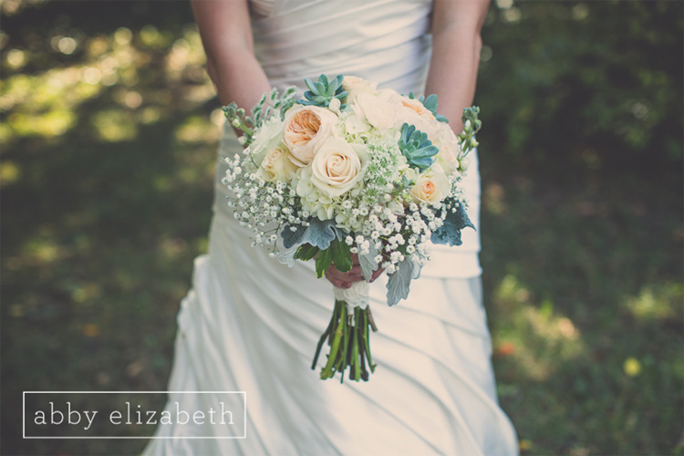 Crescent_Bend_Fall_Wedding_Knoxville_succulent_peach_and_cream_bouquet.jpg
