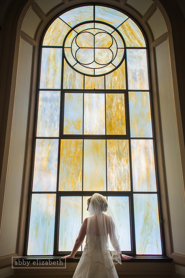 Beautiful and classic church bridal portraits steal my heart!!