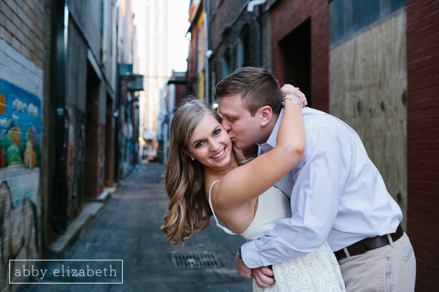 Knoxville_Engagement_Park_Downtown-15.jpg