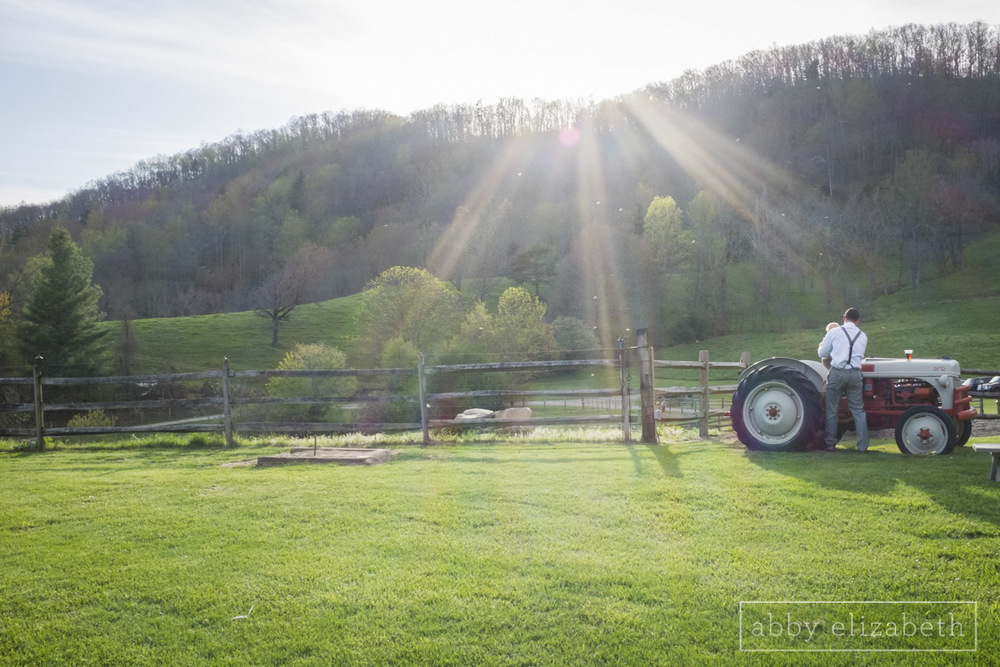 Abby_Elizabeth_Photograhy_Asheville_wedding_claxton_farms151.jpg