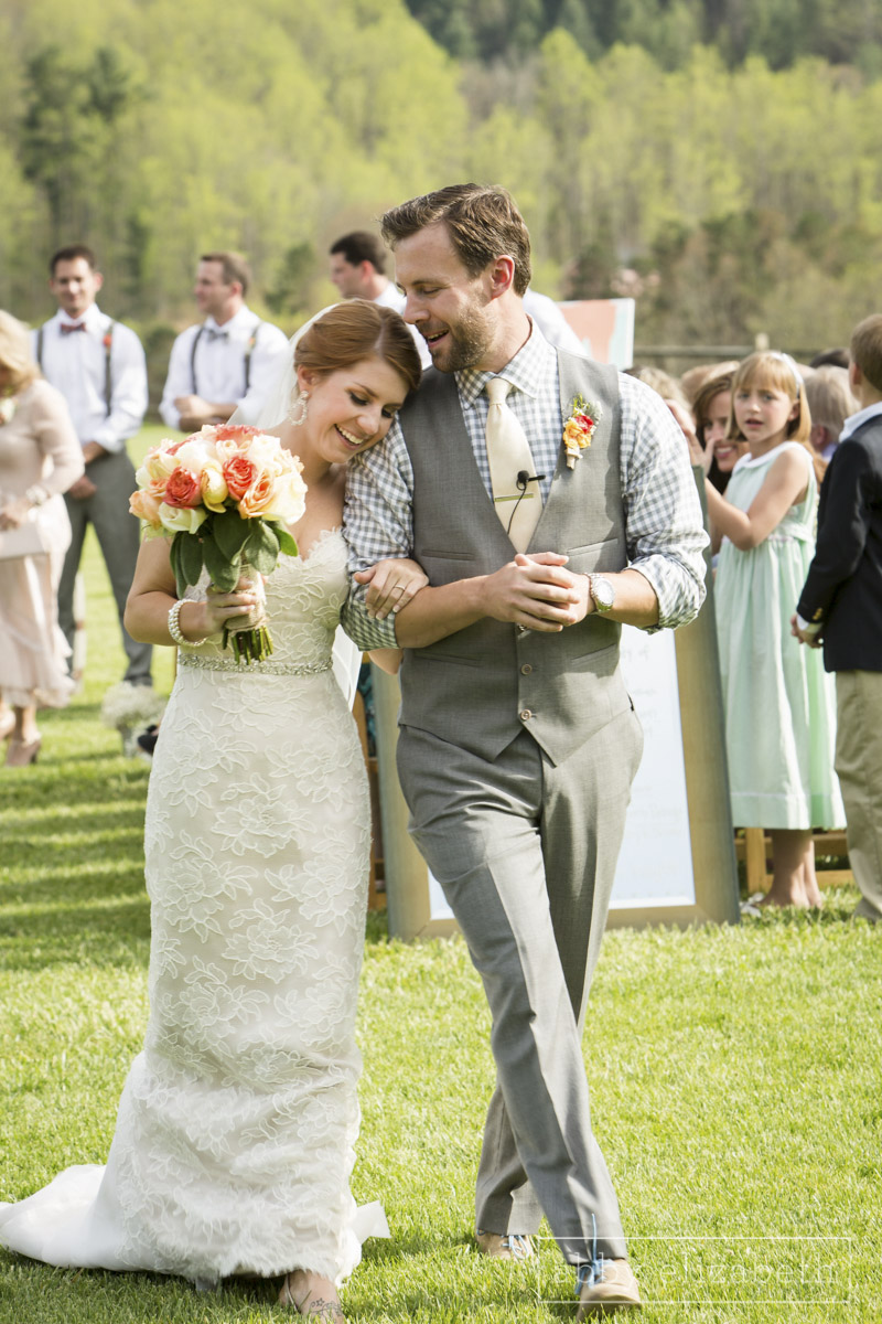 Abby_Elizabeth_Photograhy_Asheville_wedding_claxton_farms180.jpg