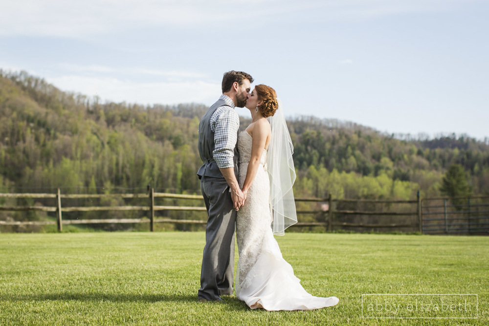Abby_Elizabeth_Photograhy_Asheville_wedding_claxton_farms196.jpg