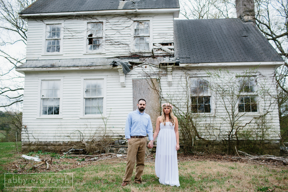 Knoxville_Engagement_Photography_Creative_Abandoned_House-1.jpg