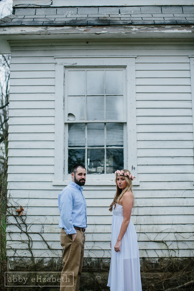 Knoxville_Engagement_Photography_Creative_Abandoned_House-6.jpg