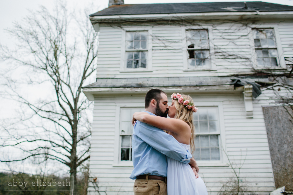 Knoxville_Engagement_Photography_Creative_Abandoned_House-7.jpg