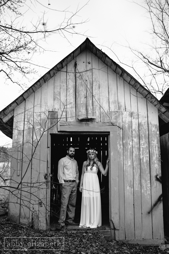 Knoxville_Engagement_Photography_Creative_Abandoned_House-8.jpg