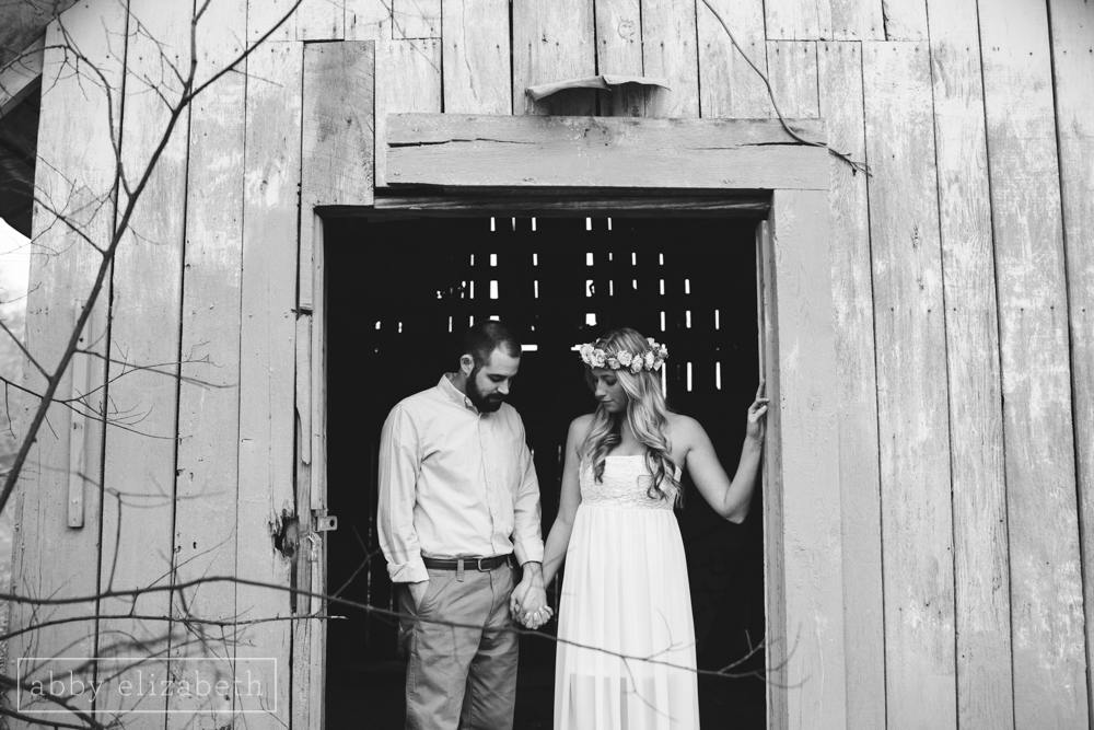 Knoxville_Engagement_Photography_Creative_Abandoned_House-9.jpg