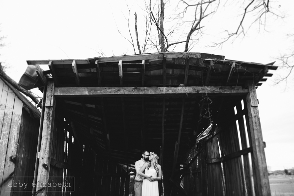 Knoxville_Engagement_Photography_Creative_Abandoned_House-13.jpg