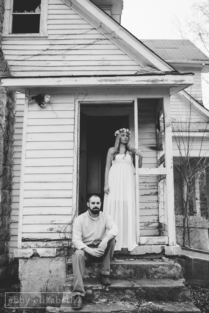Knoxville_Engagement_Photography_Creative_Abandoned_House-14.jpg