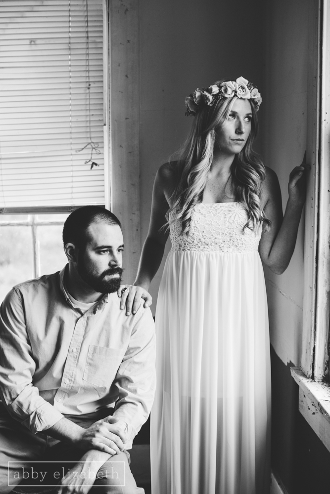 Knoxville_Engagement_Photography_Creative_Abandoned_House-17.jpg
