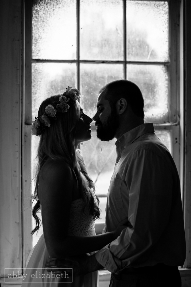 Knoxville_Engagement_Photography_Creative_Abandoned_House-21.jpg