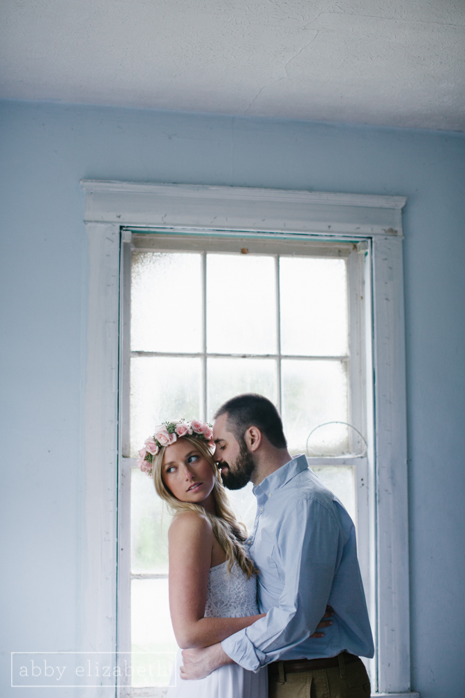 Knoxville_Engagement_Photography_Creative_Abandoned_House-22.jpg